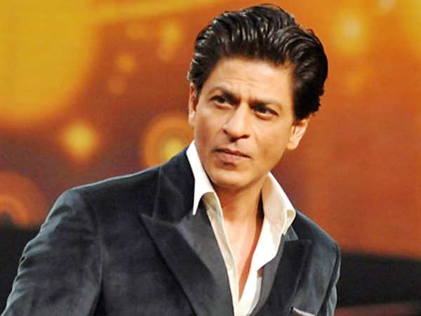Check out this viral video of Shah Rukh Khan's fans singing