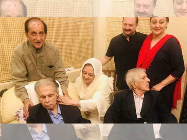 Dilip Kumar's Younger Brother Aslam Khan Passes Away