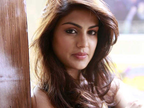 Mumbai Resident Receives Abusive Calls after People Mistook his Number for Rhea Chakraborty's