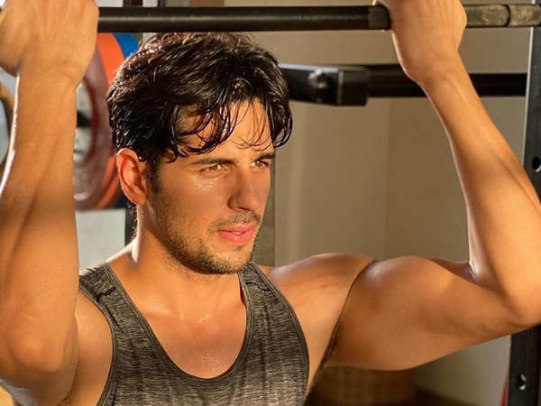Sidharth Malhotra is a fitness freak and here's proof