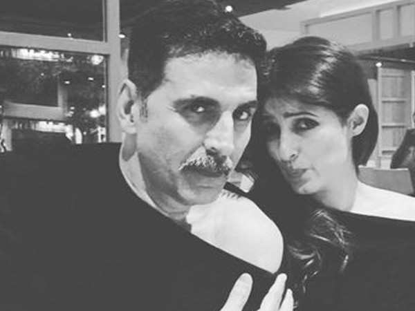 Akshay Kumar and Twinkle Khanna show you how to twin a cold-shoulder top