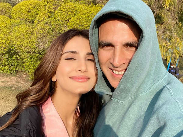 Vaani Kapoor and Akshay Kumar Wrap Up Shooting For Bell Bottom
