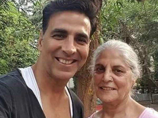 Akshay Kumar shows that he's truly a family man