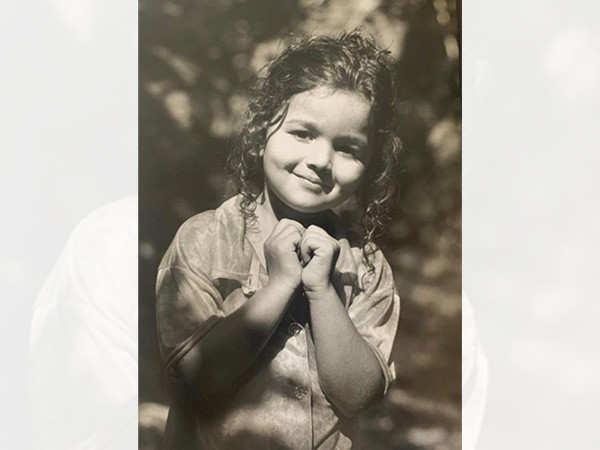 Alia Bhatt's Childhood Picture leaves Ranveer Singh, Hrithik Roshan and netizens in aww!