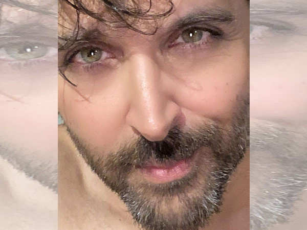 This morning selfie by Hrithik Roshan is going viral
