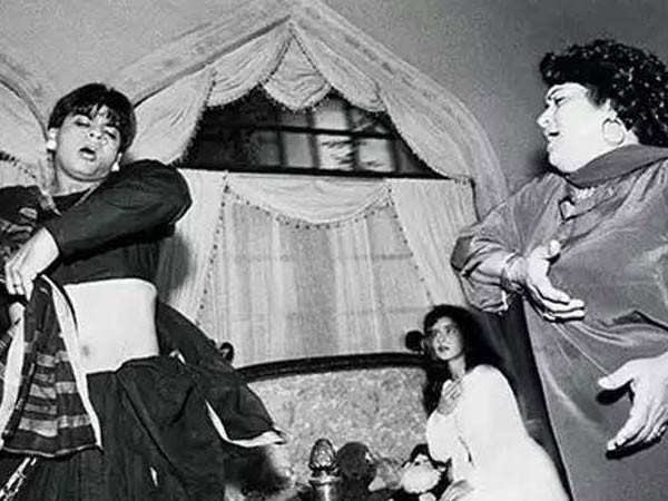 When Saroj Khan Lovingly Slapped Shah Rukh Khan for Complaining About Work