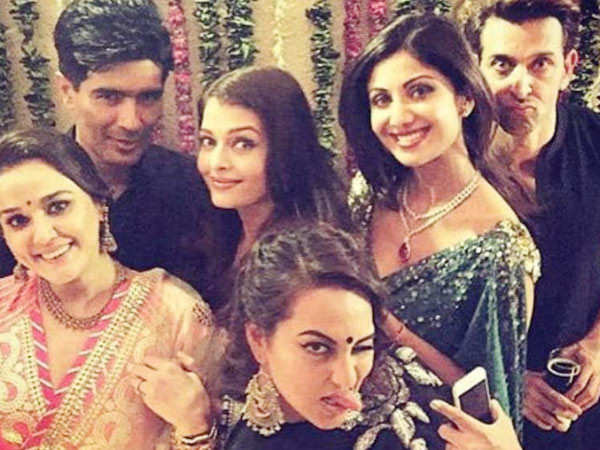This picture of Aishwarya Rai Bachchan, Hrithik Roshan and others is rocking the internet