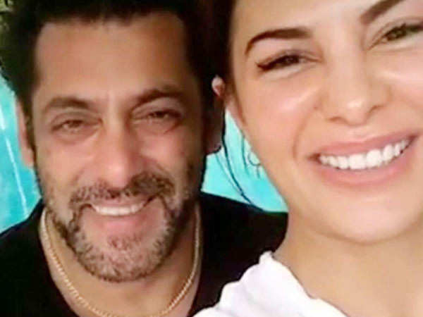 Here's what Salman Khan & Jacqueline Fernandez are upto at Khan's farmhouse