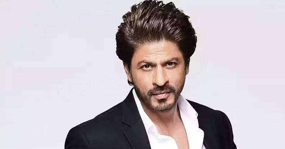 Shah Rukh Khan gets emotional as he helps out a child who lost a parent