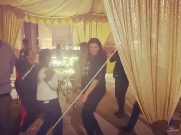 Sushmita Sen Grooves to Ranveer Singh's Hit Number Aankh Marey