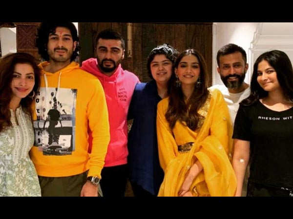 Kareena Kapoor Khan, Arjun Kapoor and more do a group photoshoot for Sonam Kapoor Ahuja