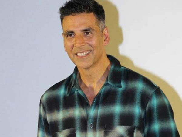 Akshay Kumar offers wristbands to Nashik Police to track the symptoms of COVID-19