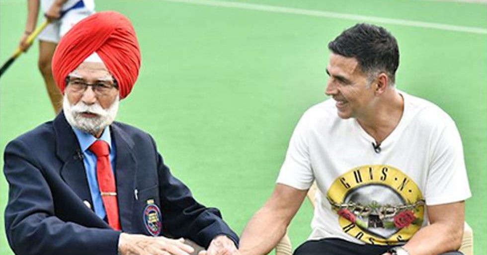 Akshay Kumar mourns the death of hockey star Balbir Singh