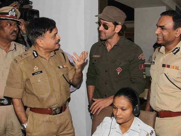 Hrithik Roshan receives love and respect from the Mumbai Police