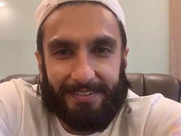Ranveer Singh surprises his fans with a live chat