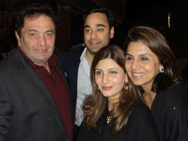 Here's a never-seen-before picture of late Rishi Kapoor with his family