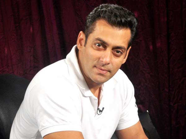 This video of Salman Khan donating essential supplies to the needy is inspirational