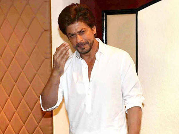 Shah Rukh Khan's fans react to his delayed Eid wishes