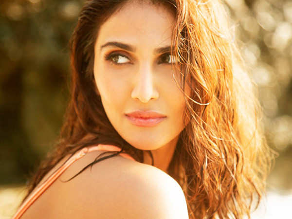 Vaani Kapoor goes on a virtual date to raise funds for daily wage earners