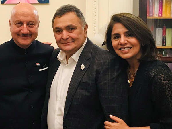 Anupam Kher and Neetu Kapoor break down as they meet without late Rishi Kapoor