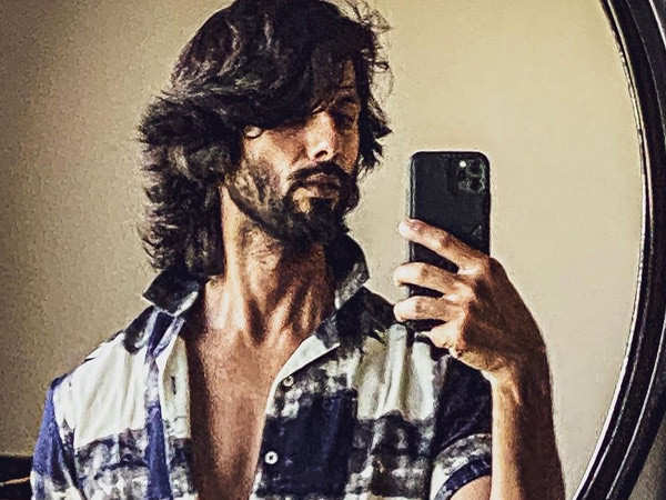 Shahid Kapoor gives a glimpse of his sexy ride