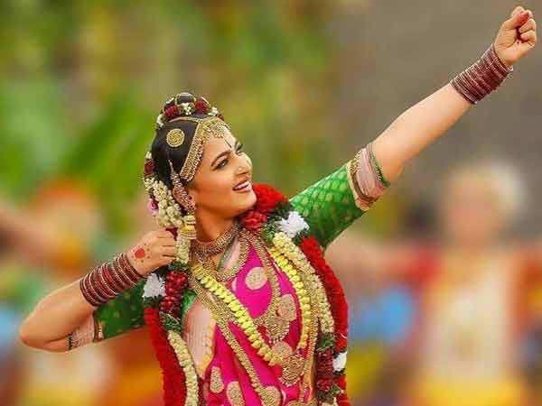 Fans rejoice as Anushka Shetty joins Twitter