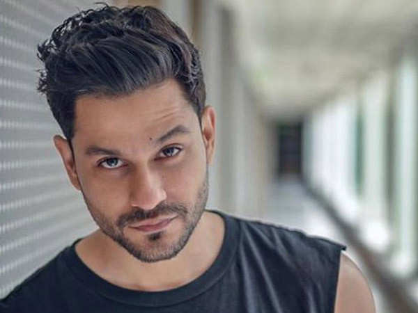 Kunal Kemmu explains why it is pointless to open theatres during the pandemic