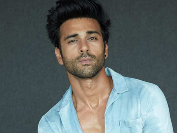 Pulkit Samrat's BTS picture from Bejoy Nambiar's Taish is sure to have you intrigued
