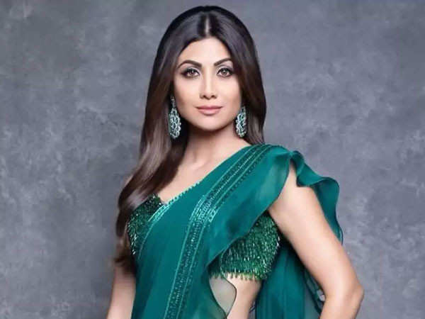 Shilpa Shetty enjoys a South Indian meal while shooting for Hungama 2