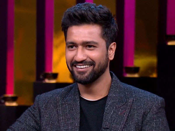 Here's how Vicky Kaushal reacted when a fan requested him to take off his mask for a selfie