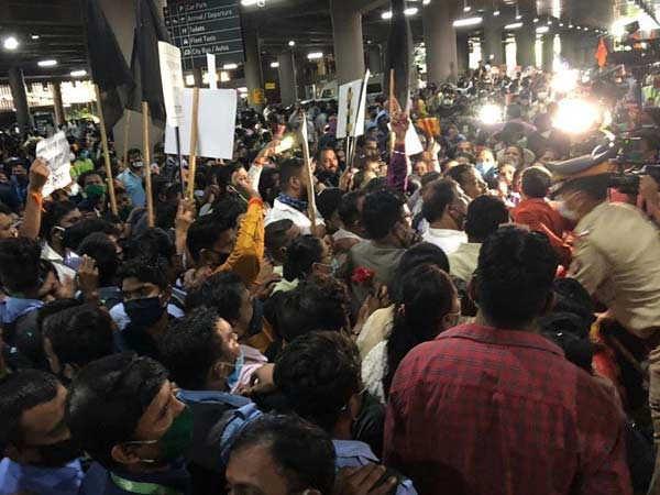 Videos: Chaos at Mumbai airport as Kangana Ranaut arrives in the city