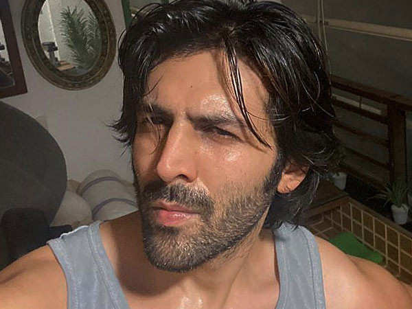This selfie of Kartik Aaryan proves that the hunk doesn't skip his work-out session