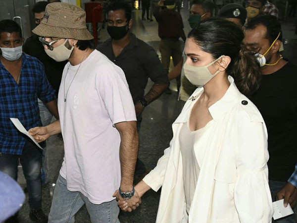Photos and videos of Ranveer Singh and Deepika Padukone leaving from Goa