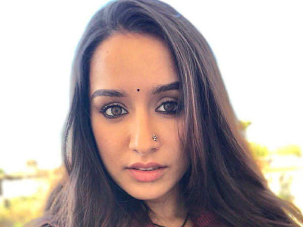 Shraddha Kapoor helps out photographers during the pandemic