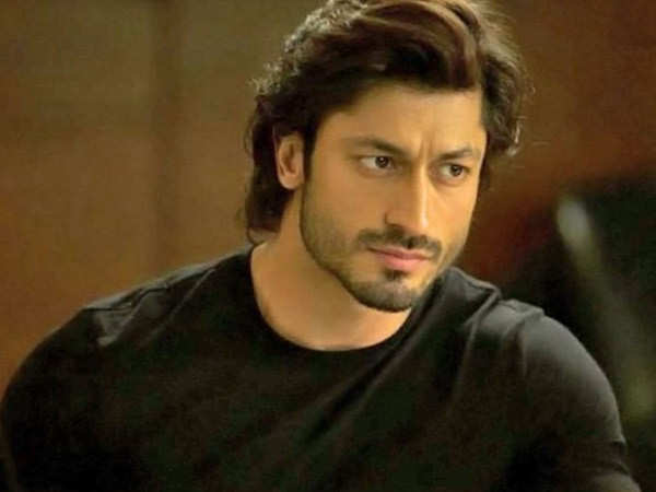Vidyut Jammwal savours a pizza during his holiday