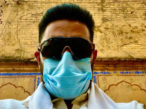 Abhishek Bachchan makes an important plea to the netizens to keep their masks on
