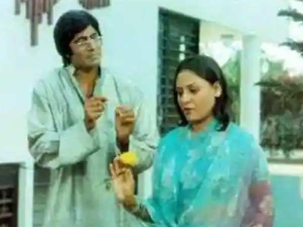 Amitabh Bachchan recalls memories of shooting Chupke Chupke