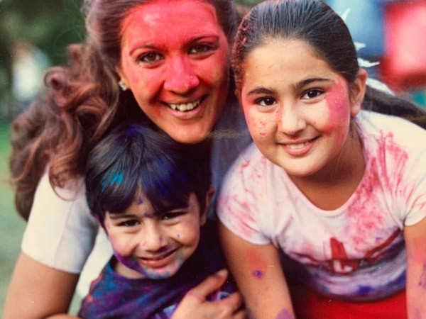 Sara Ali Khan posts a throwback picture of mom Amrita Singh