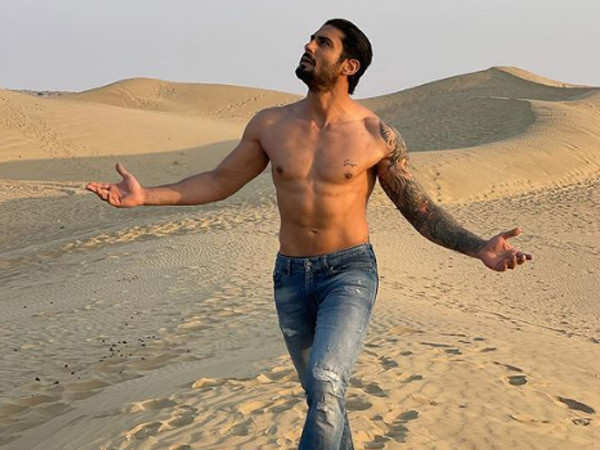 Prateik Babbar tattooes mother Smita Patil's name on his chest - see picture