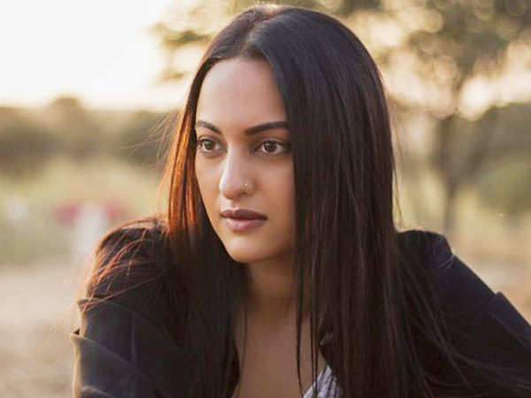 Video: Sonakshi Sinha urges people to help others during these trying times