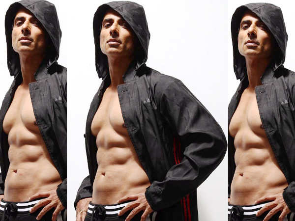Helping people out is more satisfying than delivering ₹100 crore film: Sonu Sood
