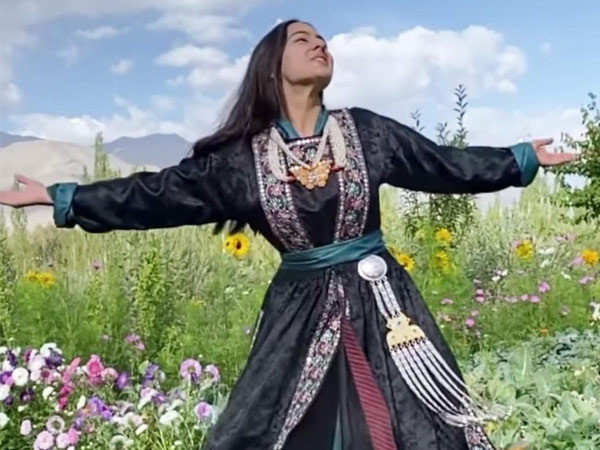 Sara Ali Khan sways in a field full of sunflowers in this new video