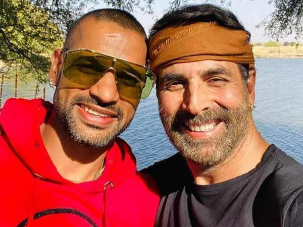 Akshay Kumar and Shikhar Dhawan's selfie is creating quite a rage on the internet