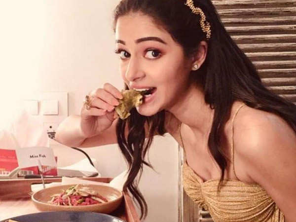 Ananya Panday expresses her love for Butter Chicken & Cheese Naan