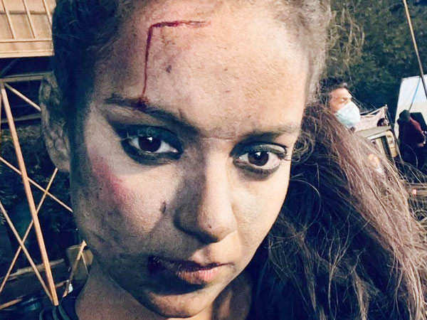 Kangana Ranaut pens down some deep thoughts from the sets of Dhaakad and amazes us