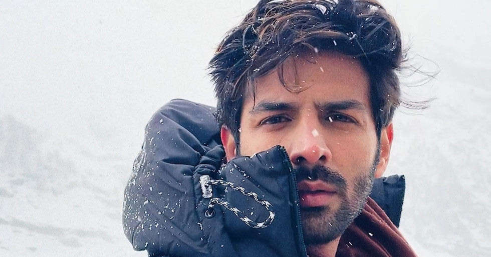 Kartik Aaryan has got back his OG hairstyle and has a quirky twist to reveal it