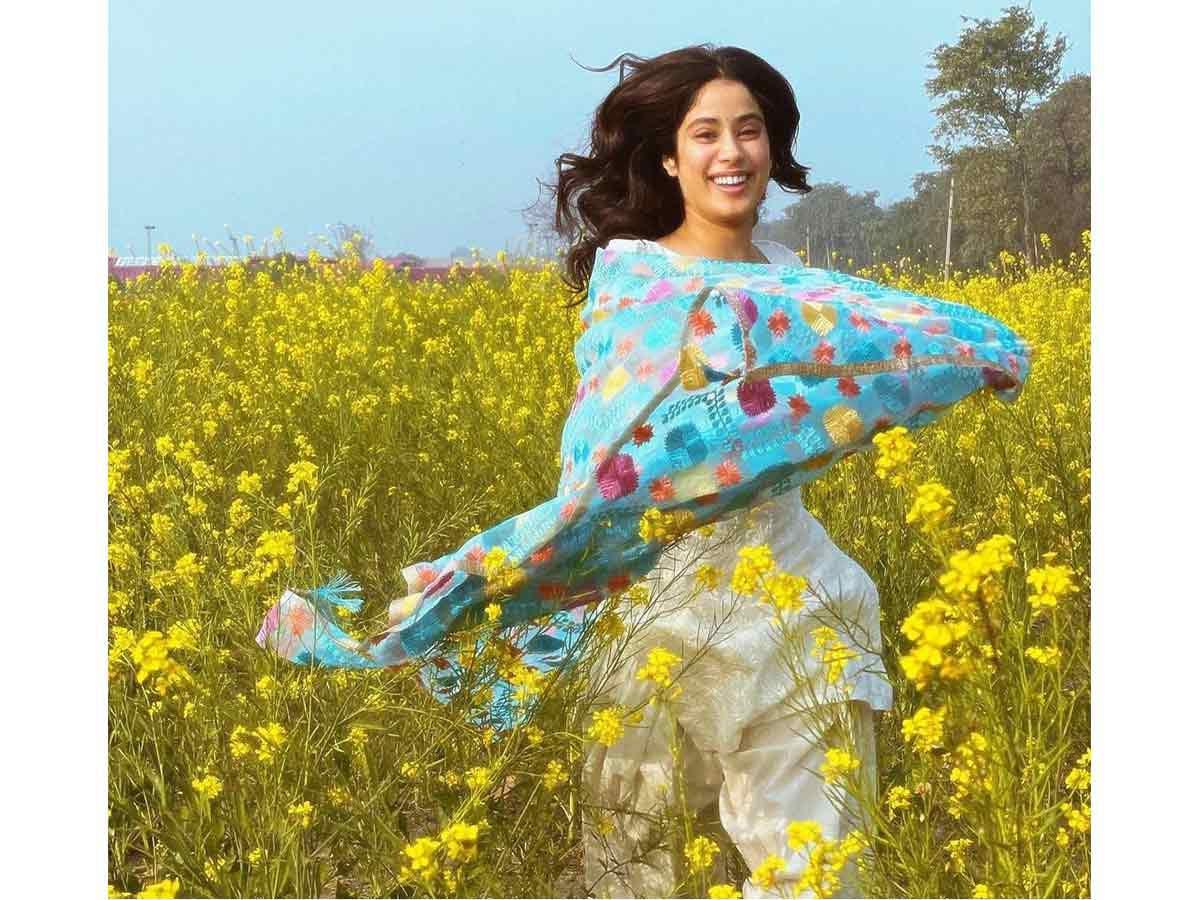 , Janhvi Kapoor leaves a heart-emoticon on Kartik Aaryan's special Valentine Day post,