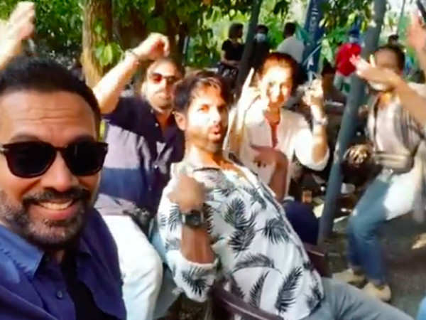 Shahid Kapoor has a 'pawri' on sets with Raashi Khanna, Raj and DK