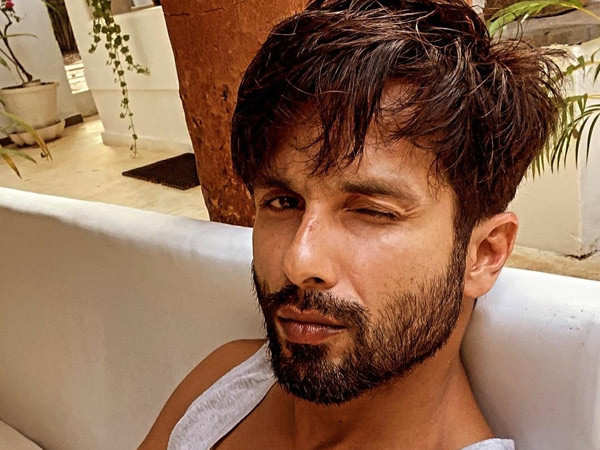Shahid Kapoor's sexy selfie and a witty caption are just perfect