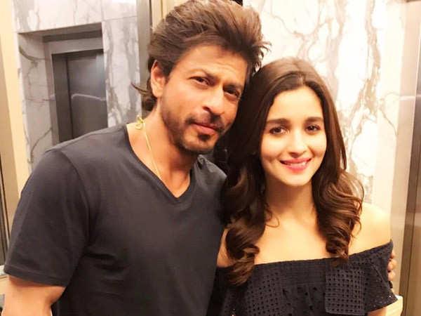 Shah Rukh Khan is impressed with his 'little one' Alia Bhatt
